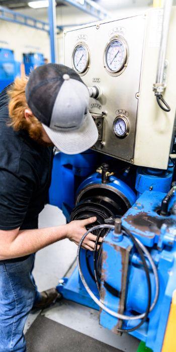 Mustang Seal employee working on machine.